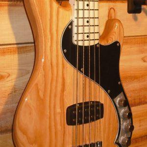Fender® Deluxe Dimension™ Bass V Maple Fingerboard Natural w/Gigbag