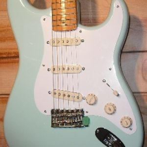 Fender® 50's Stratocaster Maple Surf Green w/Gigbag