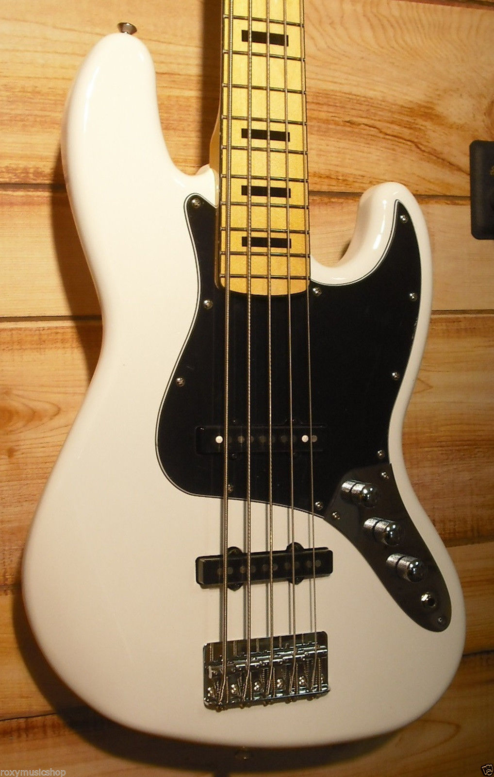 squier vintage modified jazz bass v maple fingerboard olympic white. Black Bedroom Furniture Sets. Home Design Ideas