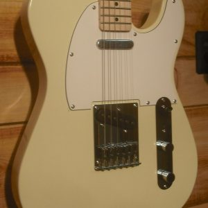 Squier® Affinity Telecaster Maple Fingerboard Arctic White