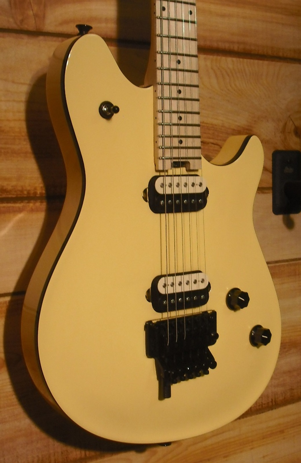 products-evh-wolfgang-spcl-mn-vin-wht-1.jpg