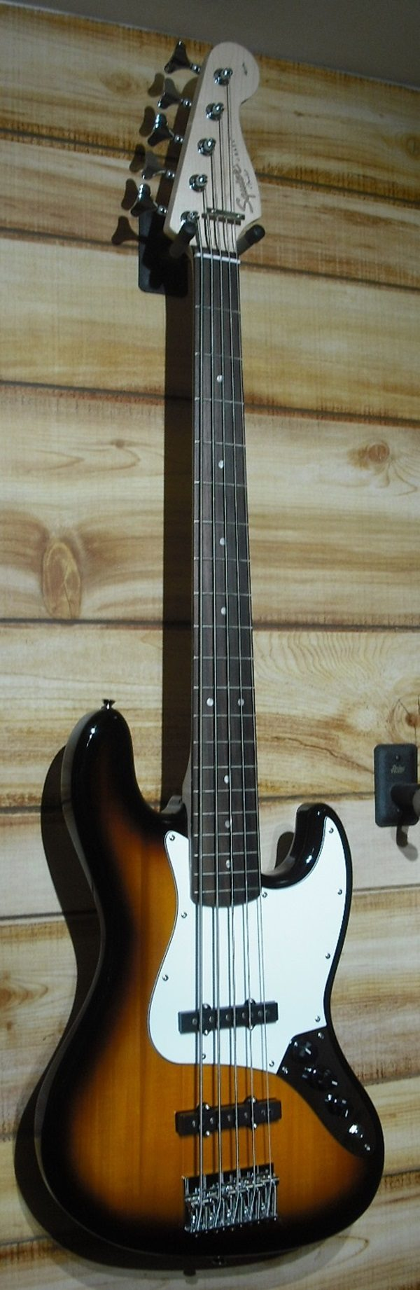 Squier® Affinity Jazz Bass® V Rosewood Fingerboard Brown Sunburst