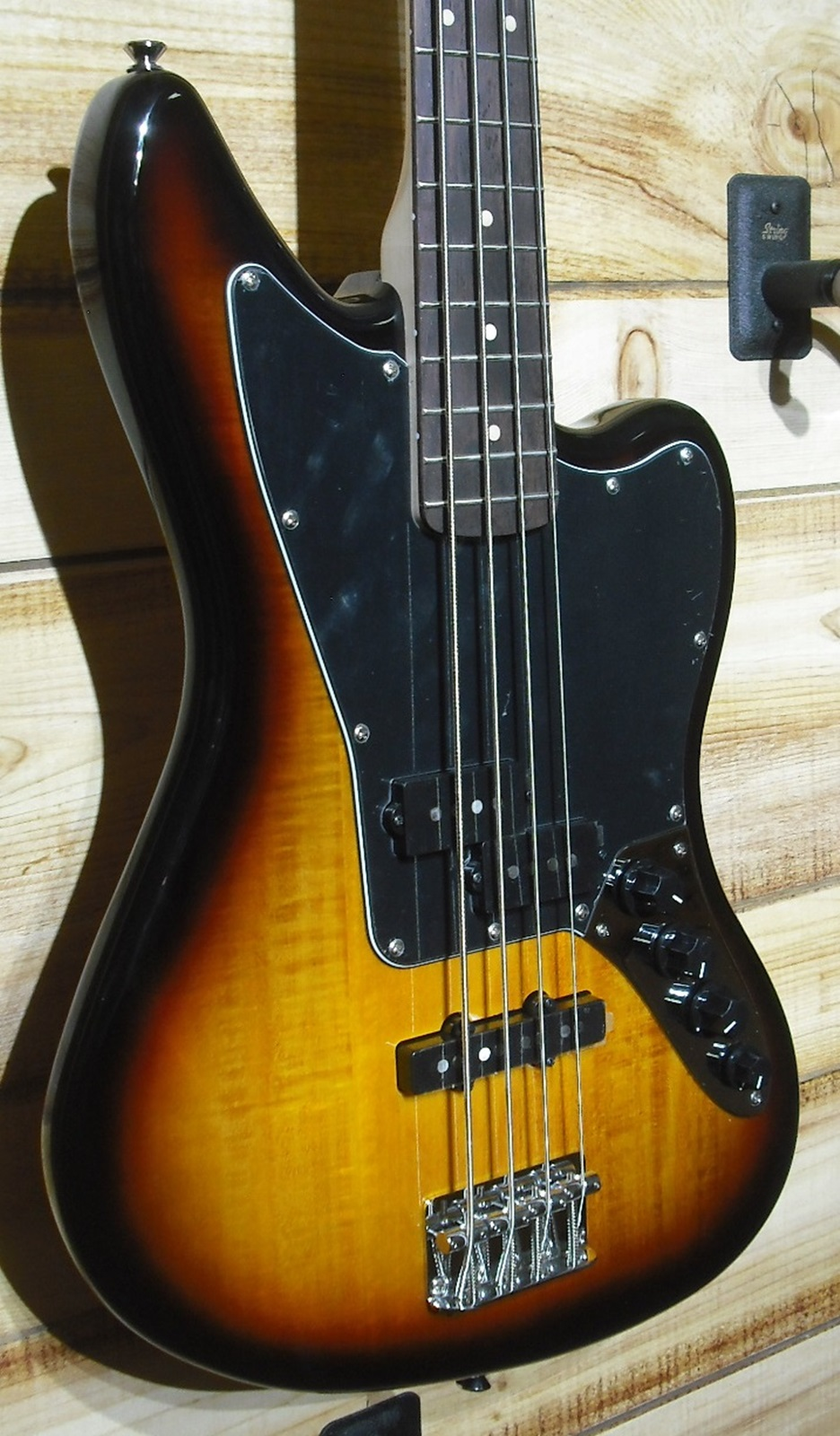 Squier® Vintage Modified Jaguar Bass® Special 3-Color Sunburst