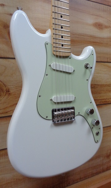 fender duo sonic maple fingerboard electric guitar arctic white. Black Bedroom Furniture Sets. Home Design Ideas