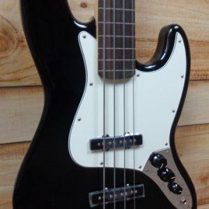 Fender® Standard Jazz Bass® Fretless Pau Ferro Fingerboard Black